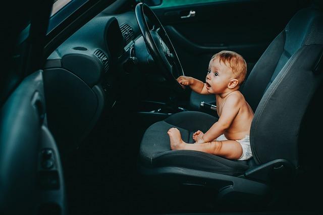 W jakich okolicznościach warto pomyśleć o wymianie tapicerki w samochodzie?